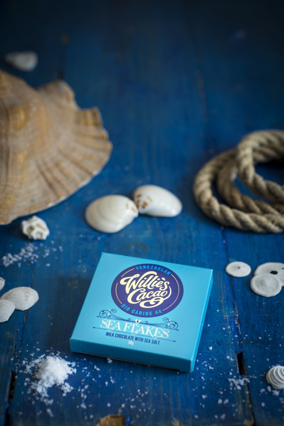 Willie's Cacao Se Flakes 44% Milk Chocolate with Sea Salt Aesthetic